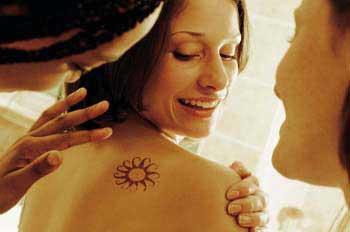 Nueva norma para las tiendas de tatuaje en Andalucía
