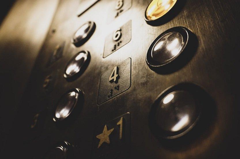 Contrato de mantenimiento de ascensores de una comunidad