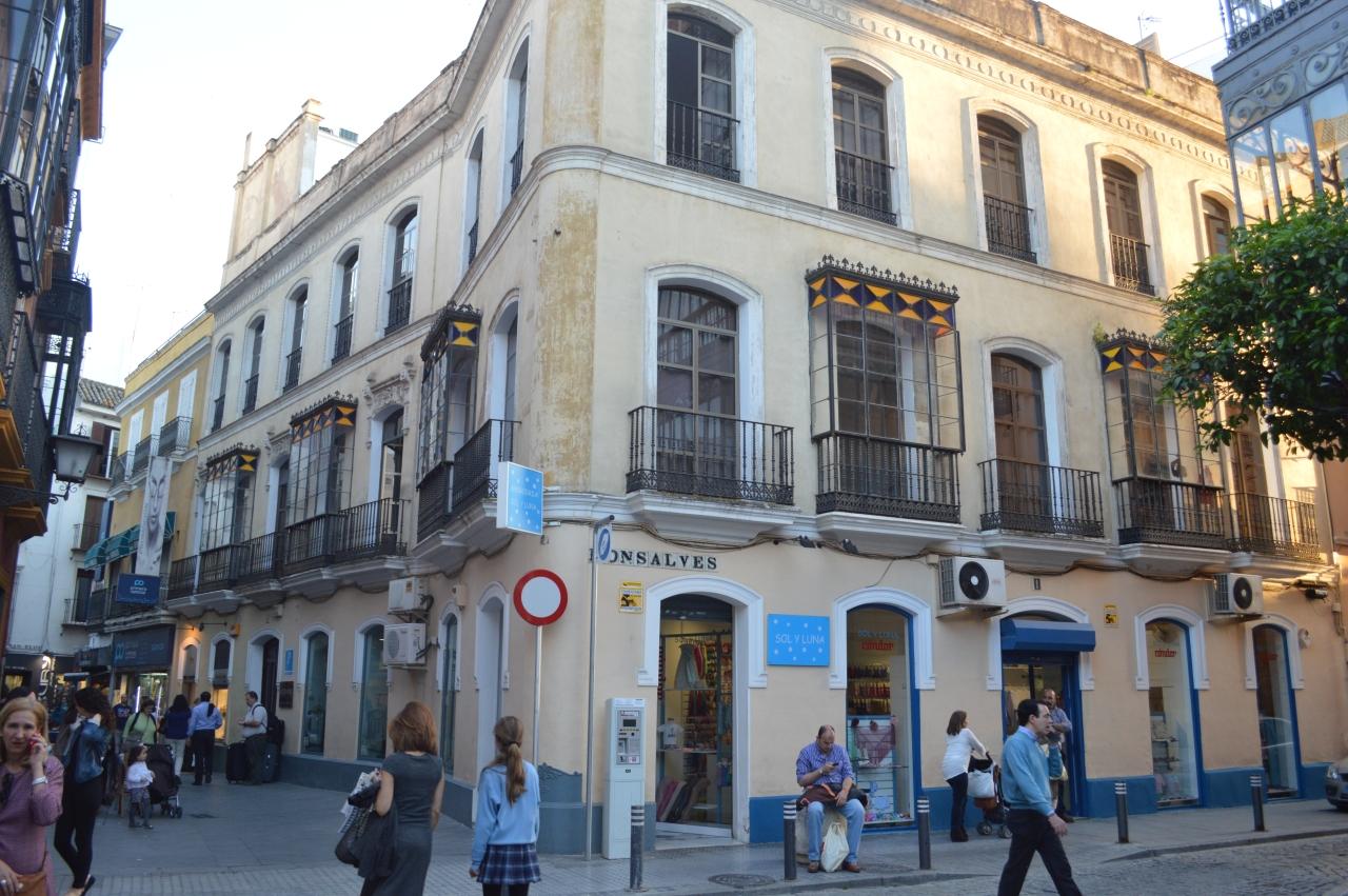 Casco antiguo de Sevilla con el Hotel Urban destacado