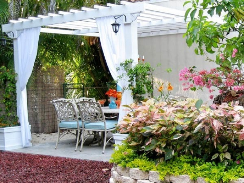Caseta de jardin con pérgola