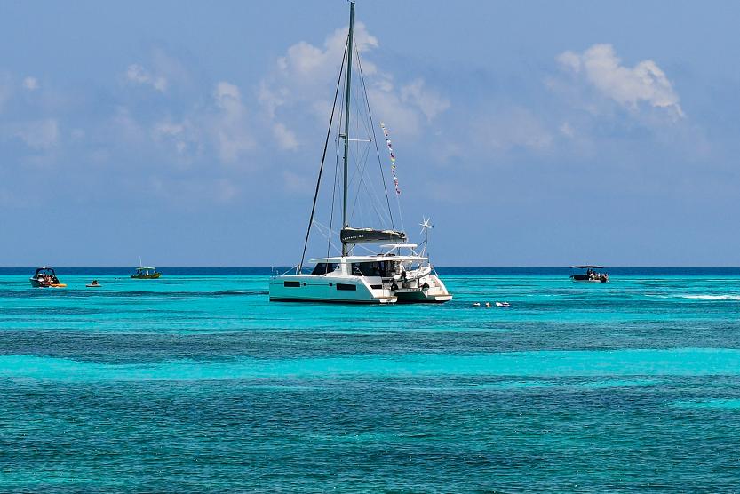 Catamarán en Isla Mujeres Cancún y mucho más