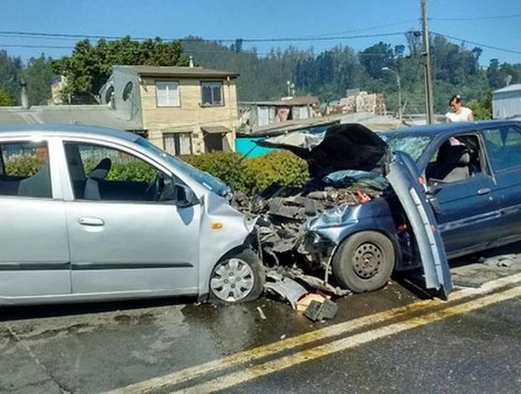 Accidente de tráfico con colisión recíproca de vehículos