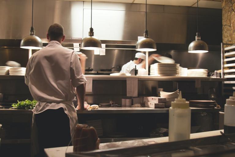 Cocinero manipulador de alimentos restaurante