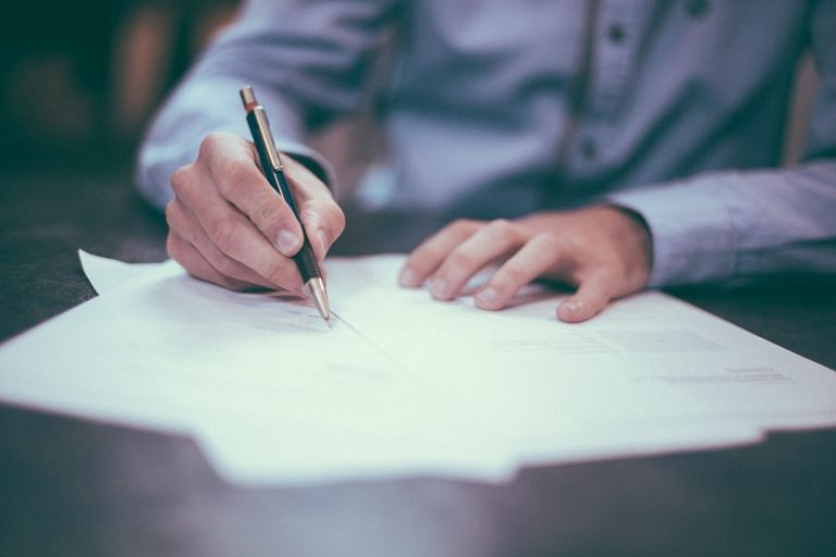 Contrato clausulado contratación