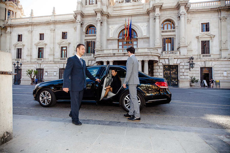 Cataluña regula los Uber y Cabify con urgencia