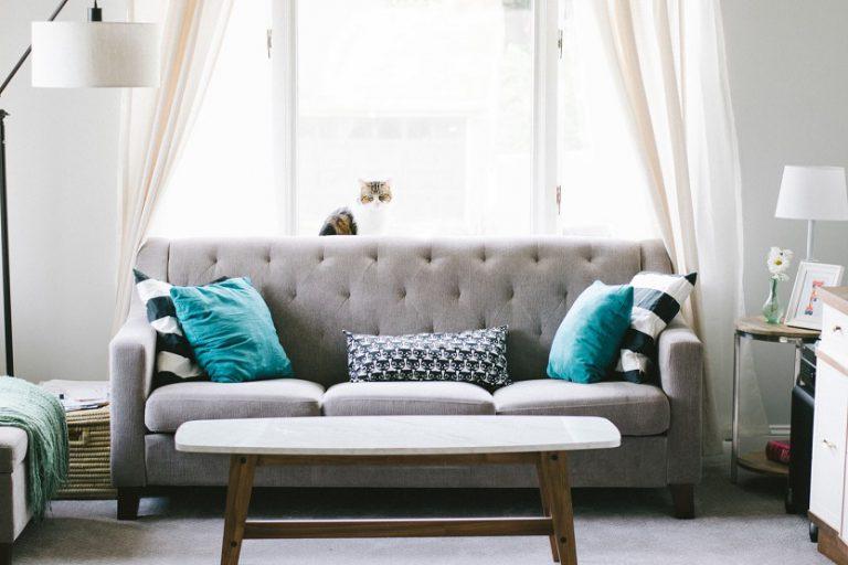 Hogar con sofá