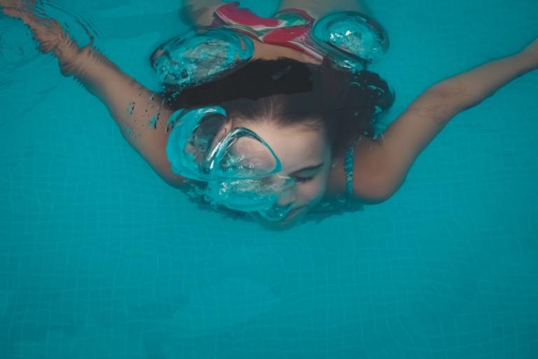Juguete nautico niña piscina