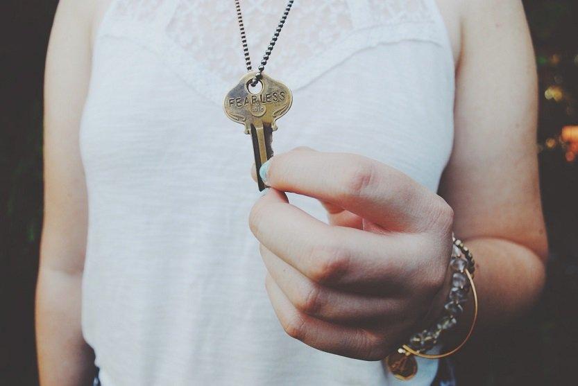 Dejarse la llave puesta por dentro en un hostal: son 300