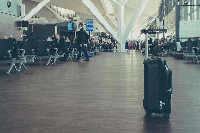 Qué es el handling en un aeropuerto. Qué servicios incluye