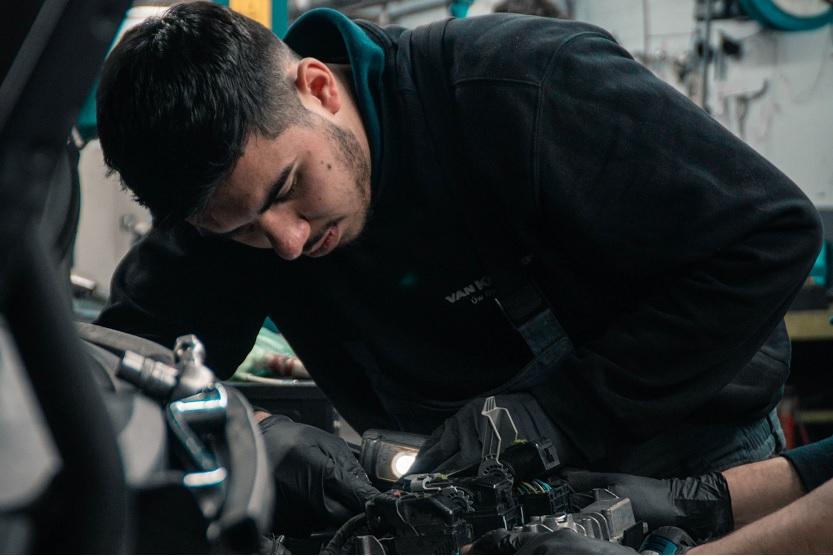 ¿Cómo reparar un motor gasolina? ¿Y uno diesel? Aprende todo sobre el motor con Linkia FP