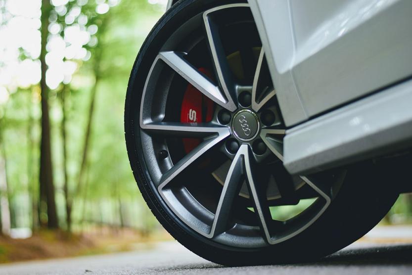 Todo sobre neumáticos de coche y moto