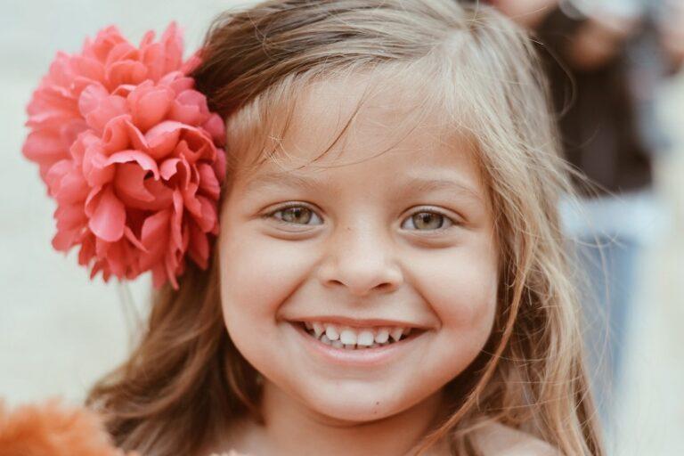 Niña sonriendo (Caroline Hernandez Unsplash)
