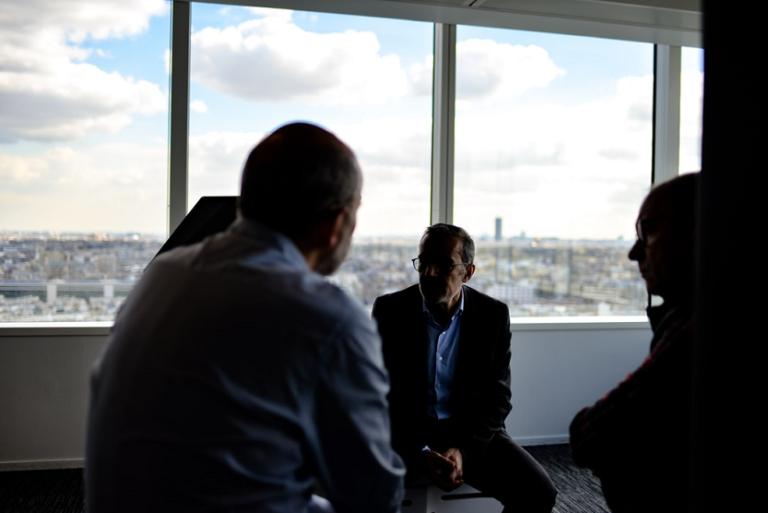 Profesionales ejecutivos trabajo (Romain V Unsplash)