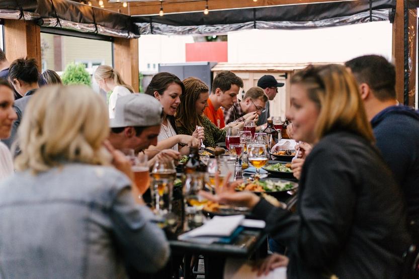 ¿Es obligatorio tener aseos en restaurantes y cafeterías?