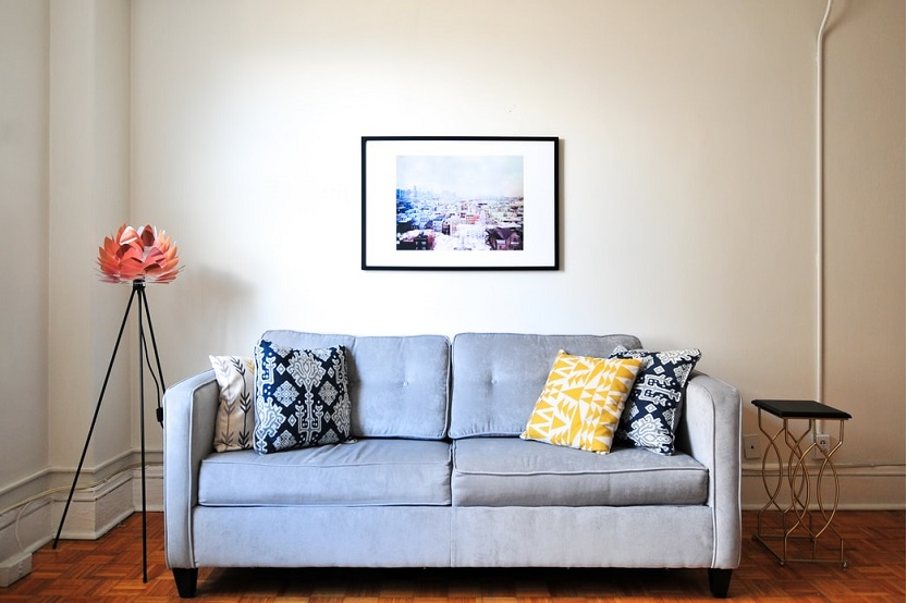 Empresa de muebles no devuelve el dinero tras desistir de una compra online