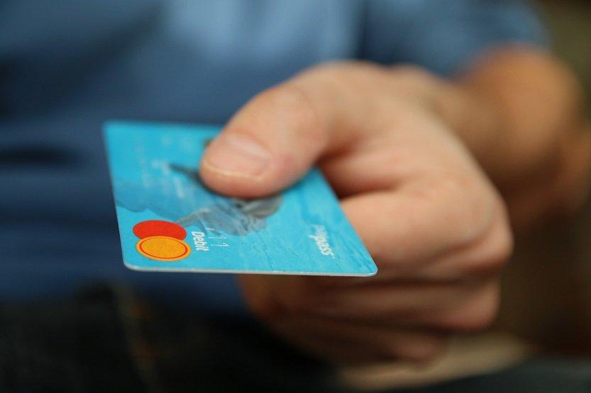 Condenados por viajar en barco con tarjetas bancarias robadas