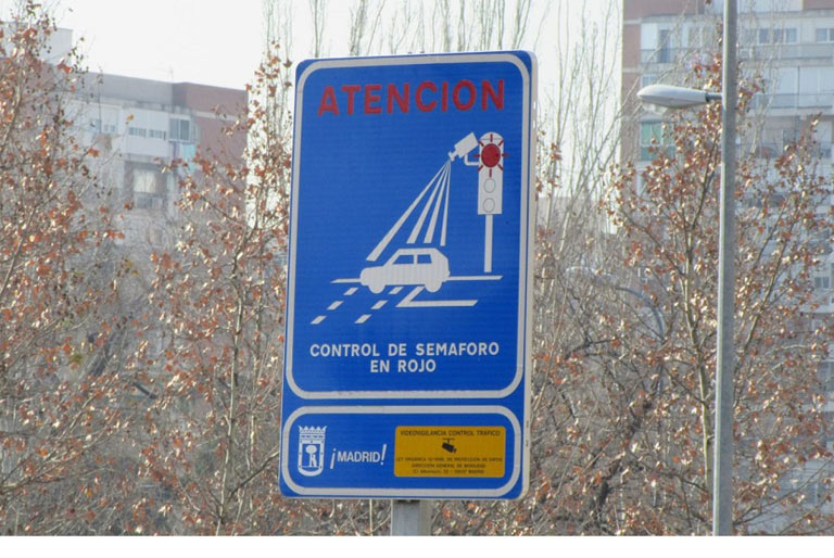 Las multas de los semáforos con cámara foto-rojo no son legales