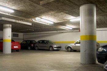 Consejos antes de dejar tu coche en un aparcamiento público