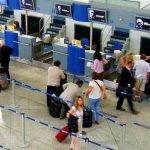 Ryanair deja tirados a sus clientes de Madrid que viajan con maletas